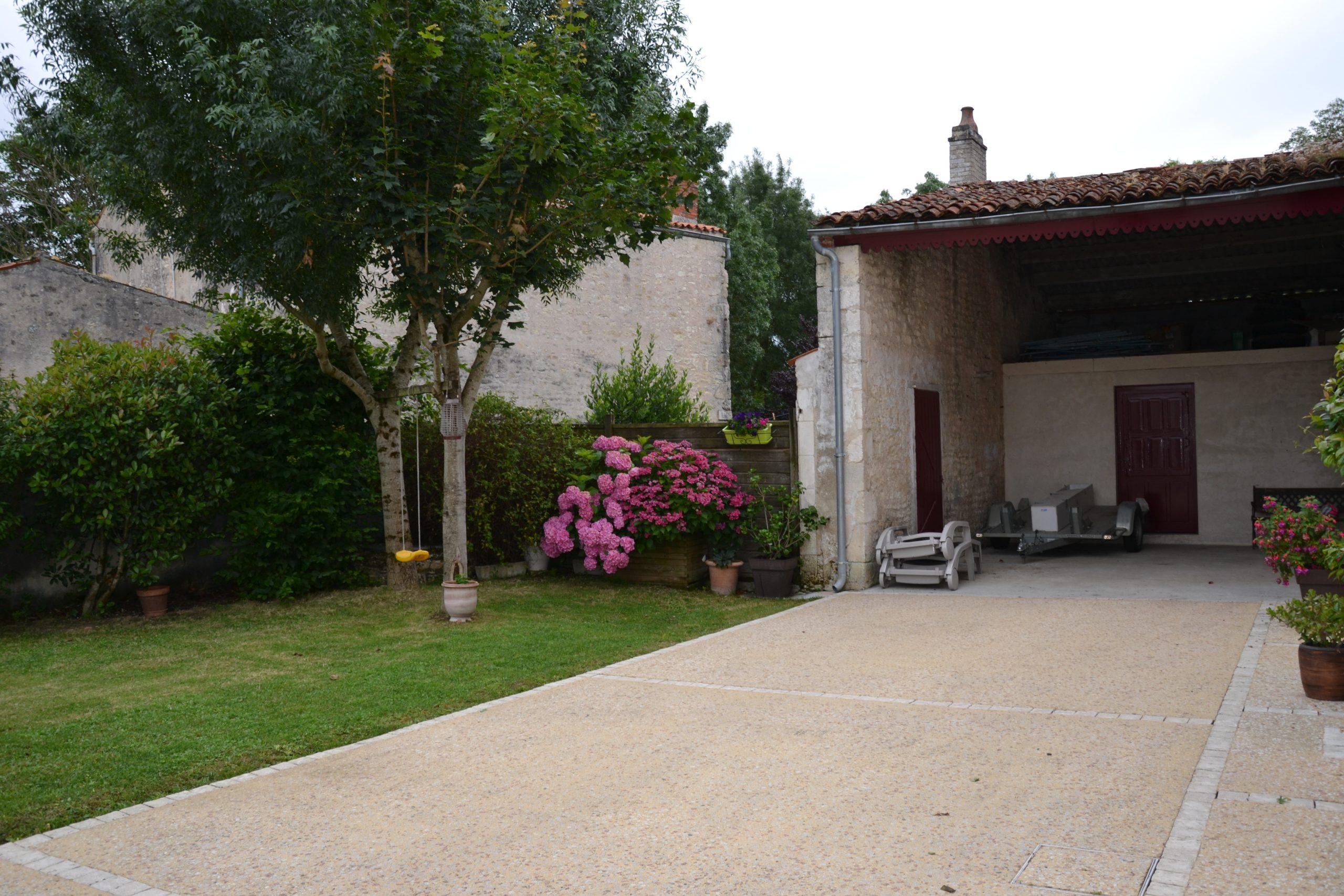 Maison CHARENTAISE 4 chambres à THAIRE