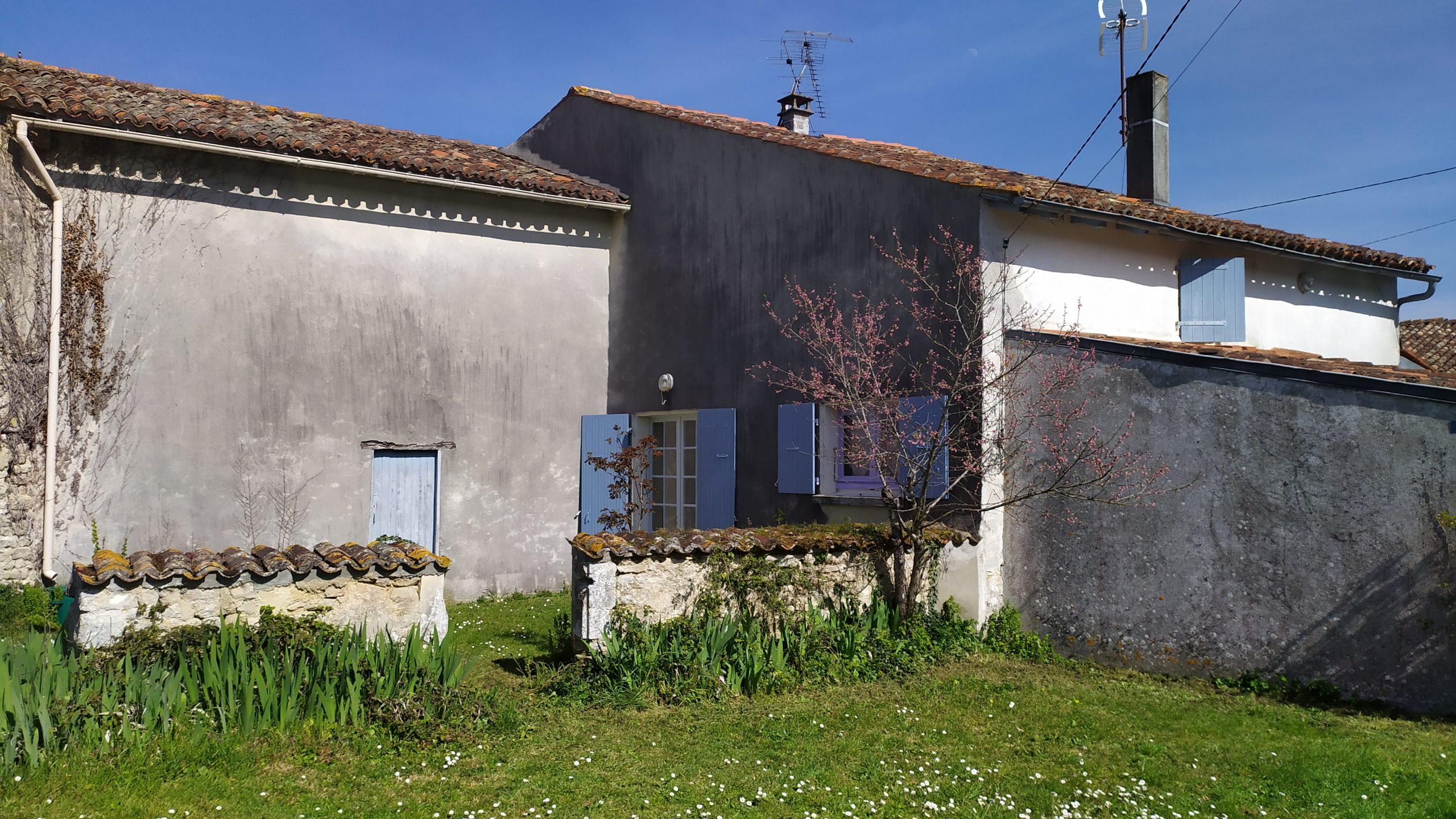 (Français) Maison 90m² rénovée et 170 m² de dépendances – St Jean d'Angely (17)