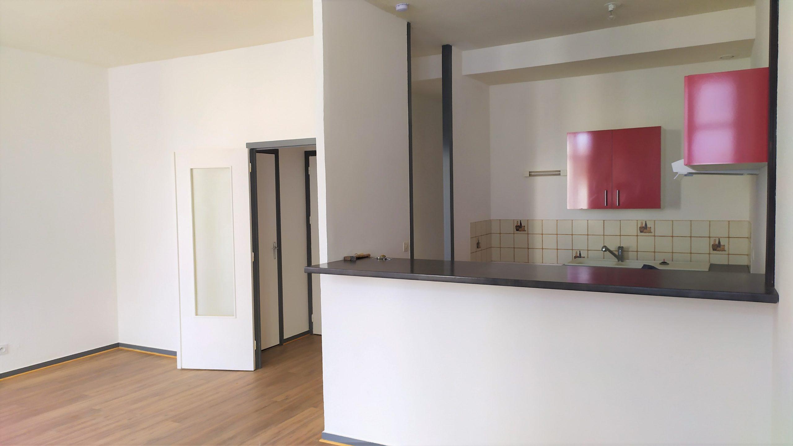 (Français) Appartement 2 chambres rénové – Rochefort