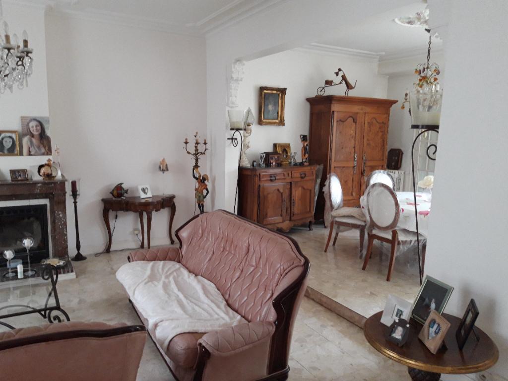(Français) Grande maison bourgeoise centre-ville de Rochefort